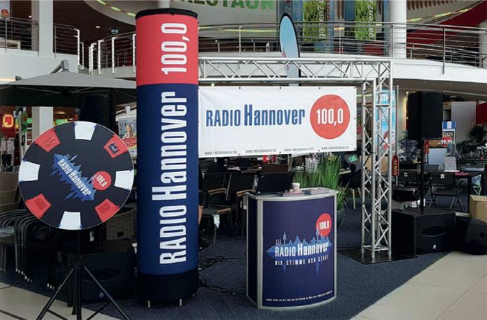 Radio Hannover Stand mit Glücksrad, Tresen, Banner und Säule